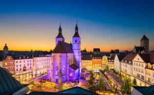 Auch in Regensburg ist die Nachfrage an Mietwohnungen ungebrochen hoch. Das Ergebnis: Teure Mieten.